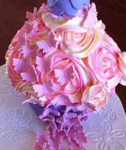 this one looks like a girls birthday cake...a lovely bouquet of roses and butterflies.