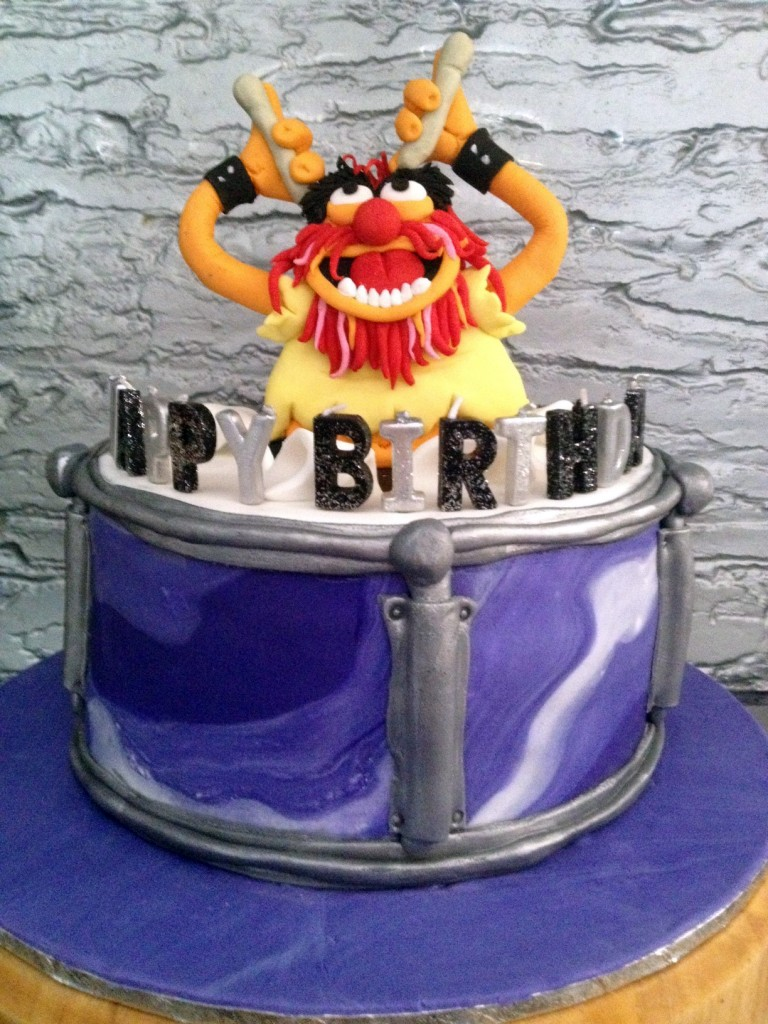 This is the completed cake - Animal jumping out of a snare drum.
